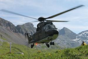 Eine Super-Puma der Schweizer Luftwaffe, mit der die Kadetten nach und innerhalb der Schweiz befördert werden