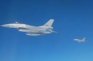 Air-to-Air-refuelling aus einer KC-10 für F-16 der niederländischen Luftwaffe
