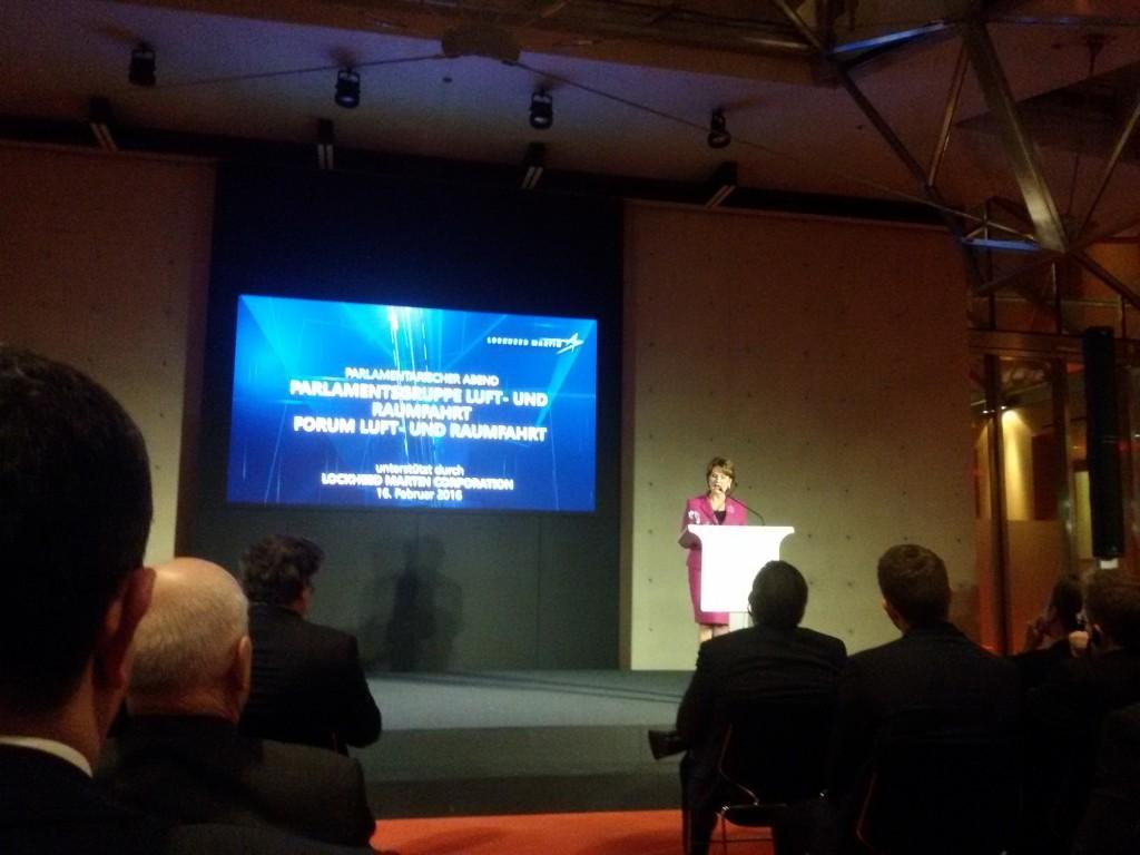 Marillyn Hewson präsentiert die Arbeit von Lockheed Martin